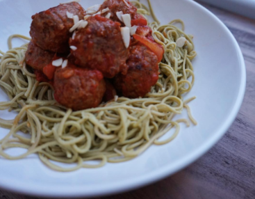This delicious edamame spaghetti with meatballs fitted perfectly into my macros